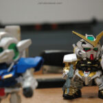 exia-astray-gold-office-desk-chibi-gundam