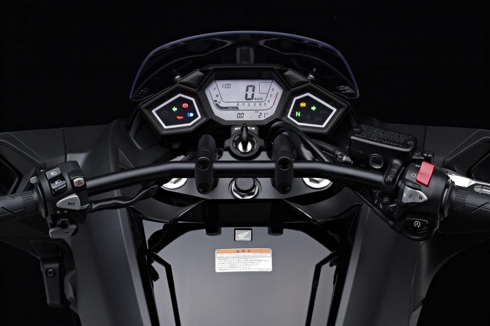honda-nm4-vultus-motorycle-3